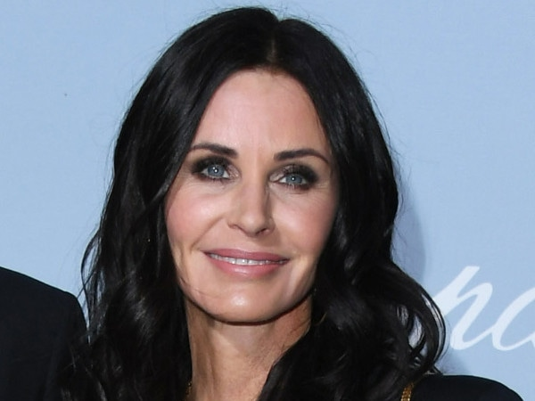 Watch Courteney Cox Work It in An Age—And Gravity—Defying Video