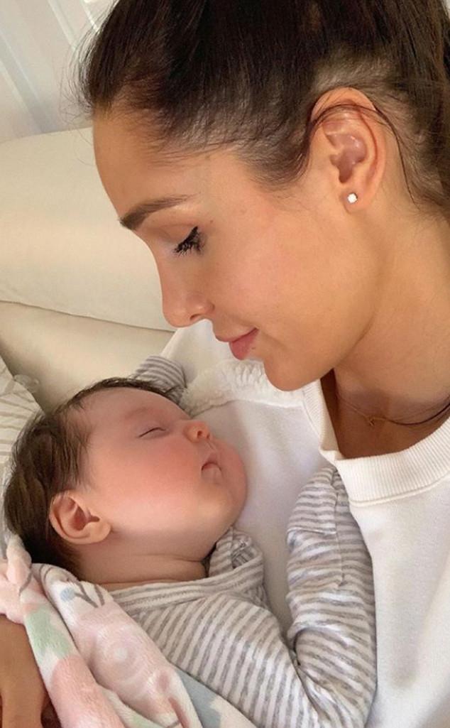 Kayla Itsines, Instagram, Baby