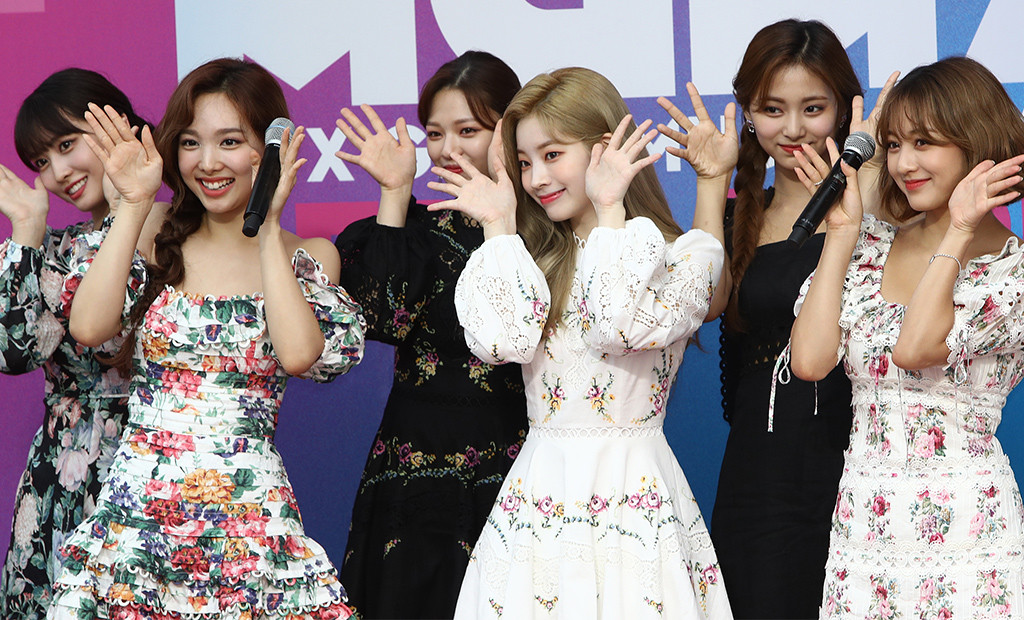 TWICE, M2 X Genie Music Awards