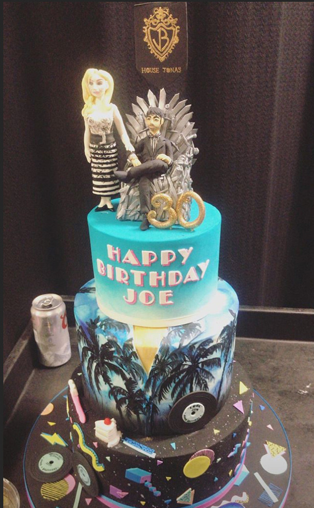 Joe Jonas, Sophie Turner, Game of Thrones Cake