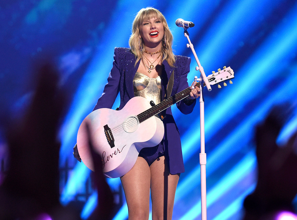 Will Taylor Swift Go On Tour For Lover She Says E Online