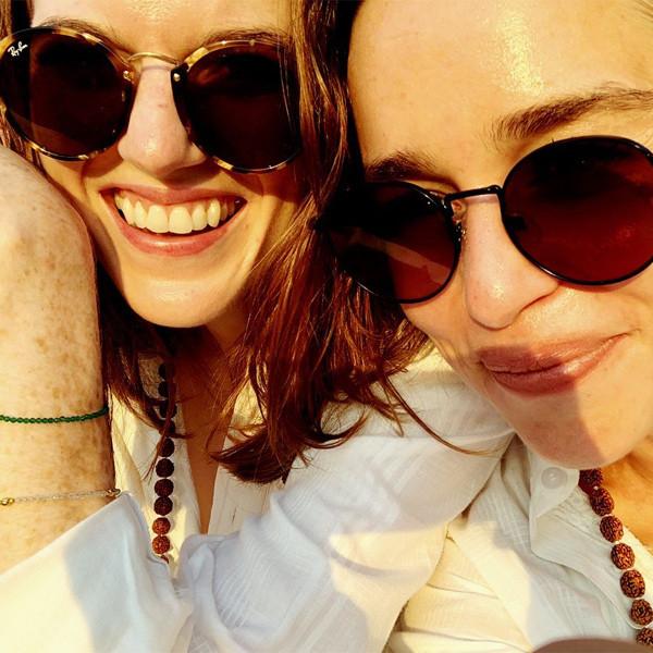 Emilia Clarke et Rose Leslie se sont fait cambrioler par des singes en vacances