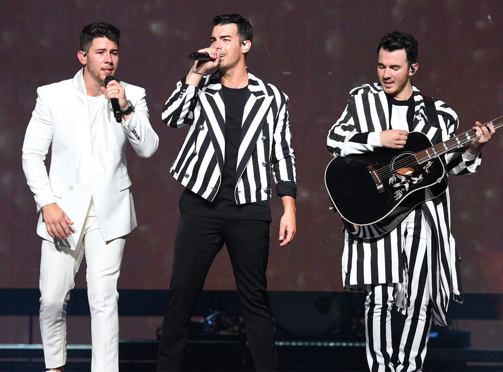 Jonas Brothers, Happiness Begins Tour