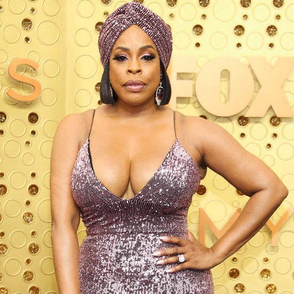 "Niecy Nash Is Just ""Trying to Keep It All In"" Her 2019 Emmys Dress"
