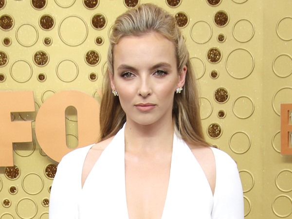 <i>Killing Eve</i>'s Jodie Comer Dedicates First Emmy Win to Her Parents for <i>This</i> Hilarious Reason