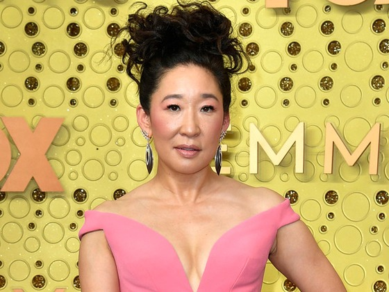 """Sandra Oh Is """"Barely Breathing"""" on the Red Carpet Ahead of the 2019 Emmy Awards"""