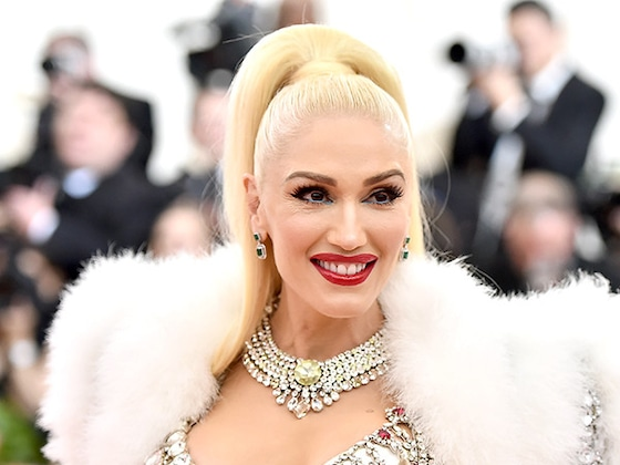 "Gwen Stefani Is ""So Obsessed"" With Blake Shelton She Went Back and Did This"