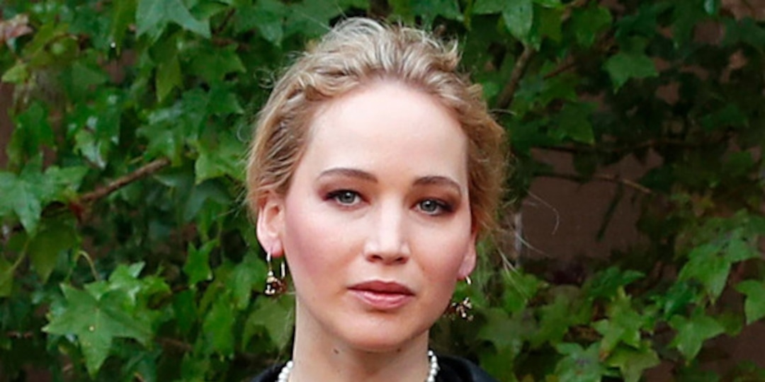 Pregnant Jennifer Lawrence Is Casual Chic for New York City Outing With Derek Blasberg - E! Online.jpg