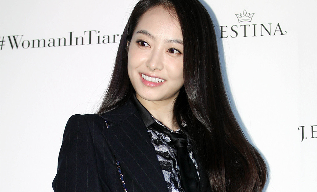 Victoria Song of K-pop Girl Group, f(x) Leaves SM