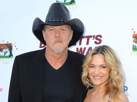 Trace Adkins Marries Victoria Pratt—and Blake Shelton Officiates Wedding