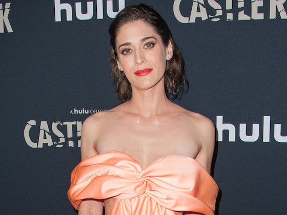 <i>Mean Girls</i>' Lizzy Caplan Thinks Janis Ian Was the Villain