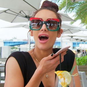 Carmella, Total Divas 906