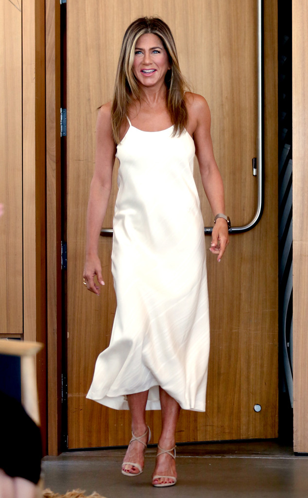 Jennifer Aniston Talks DATING and Explains Why Shes NOT