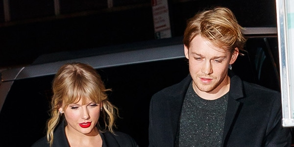 Taylor Swift Fan Dishes on Surprise Serenade During Maldives Trip