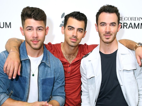 Jonas Brothers to Ring in 2020 With Performance on <i>New Year's Rockin' Eve</i>