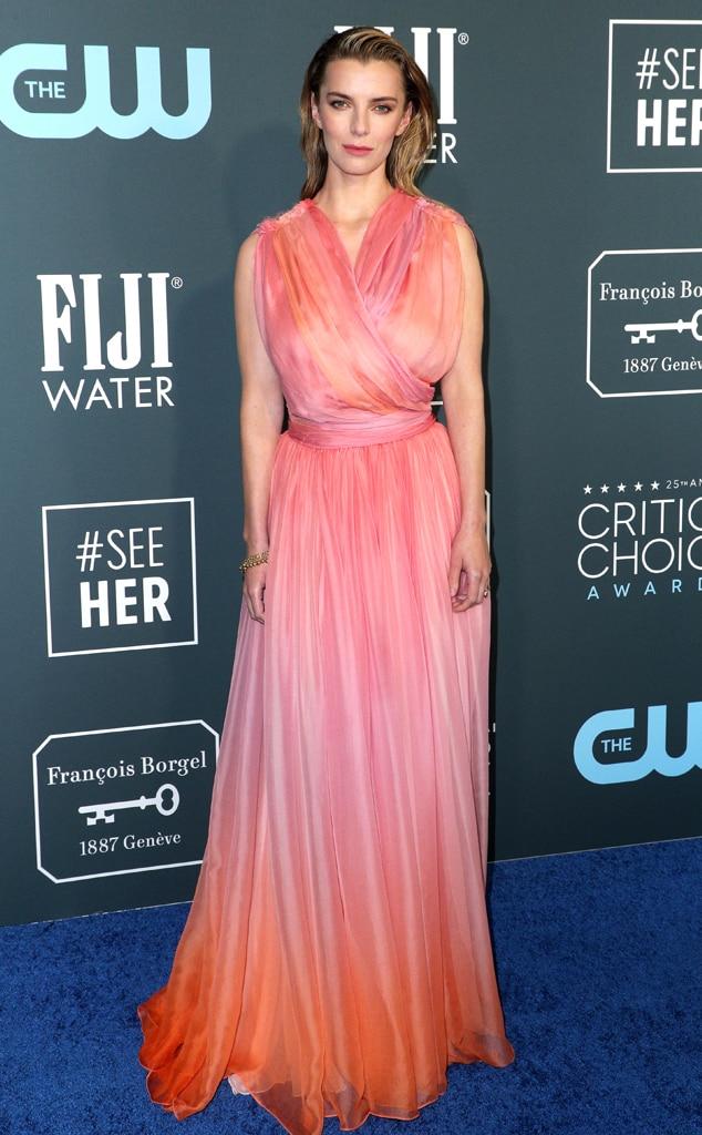 Betty Gilpin, 2020 Critics Choice Awards, Red Carpet Fashion
