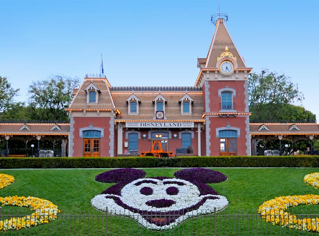 Disneyland, Railroad Entrance