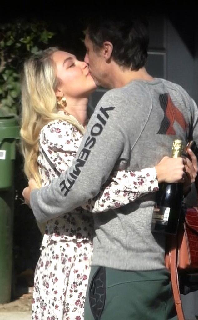 Florence Pugh, Zach Braff, Kissing, PDA