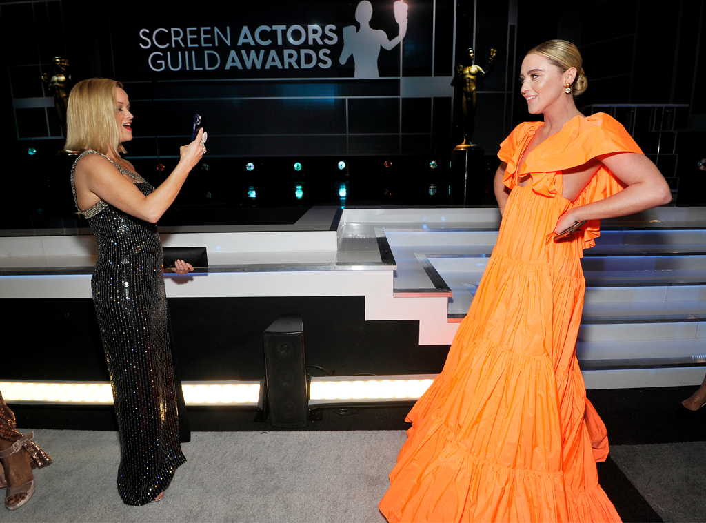 A Mother Daughter Moment See Reese Witherspoon Act As On Screen Daughter Kathryn Newton S Photographer E Online Ca