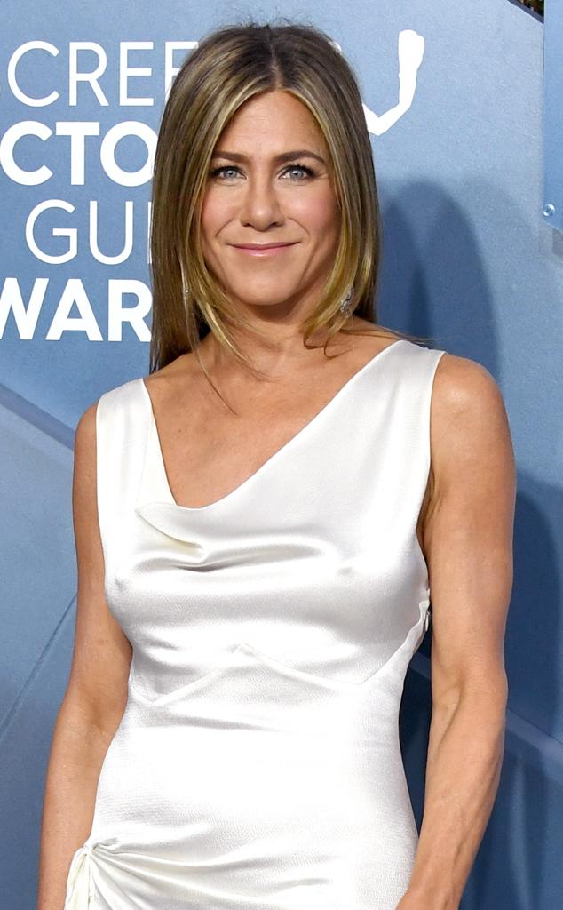 Watch Jennifer Aniston Surprise Friends Fans At Central Perk E Online