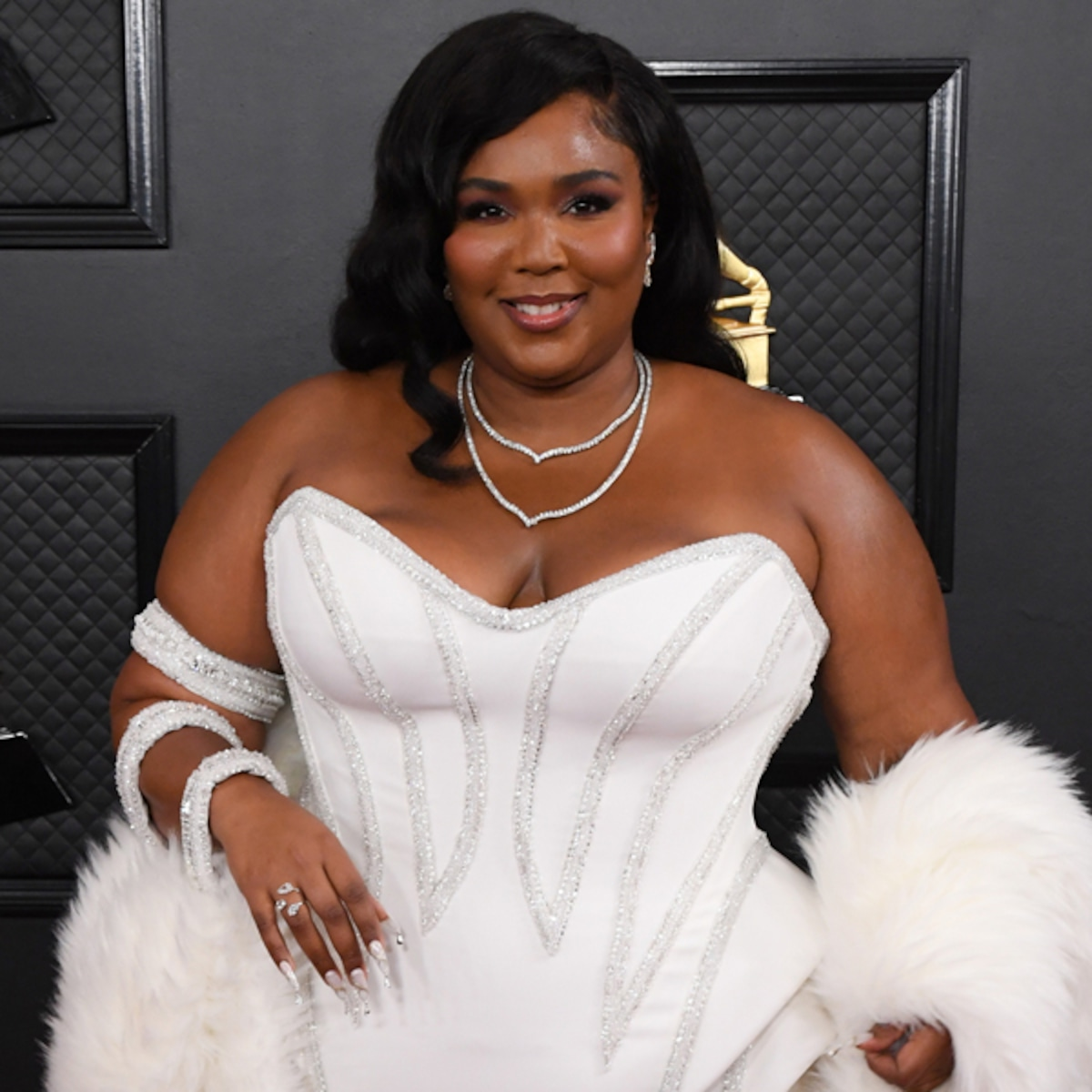 lizzo is lookin good as hell on the 2020 grammys red carpet e online as hell on the 2020 grammys red carpet