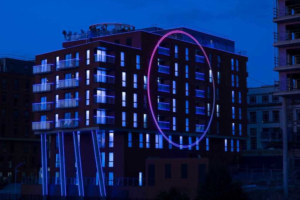 The Circle, Apartment Building, Netflix