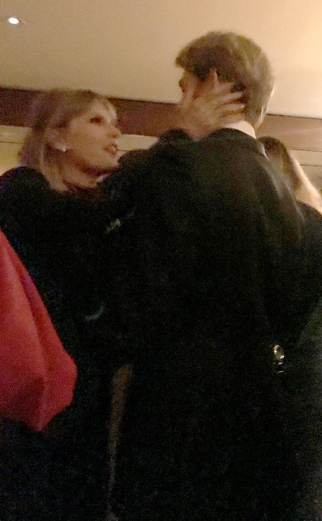 Joe Alwyn, Taylor Swift, PDA