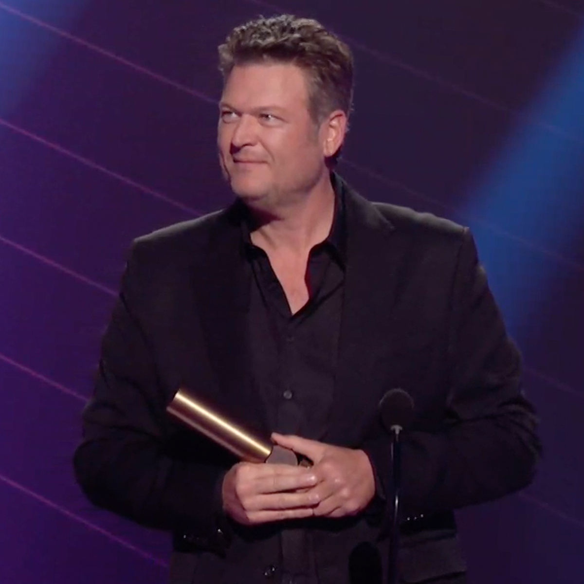 "Blake Shelton's Message to ""New Fiancée"" Gwen Stefani Wins Over Hearts at 2020 People's Choice Awards"