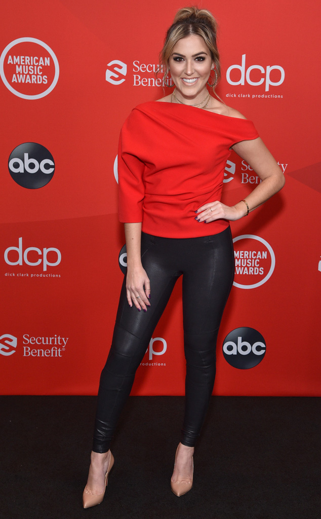 Cassie Dilaura, 2020 American Music Awards, AMAs, red carpet fashions