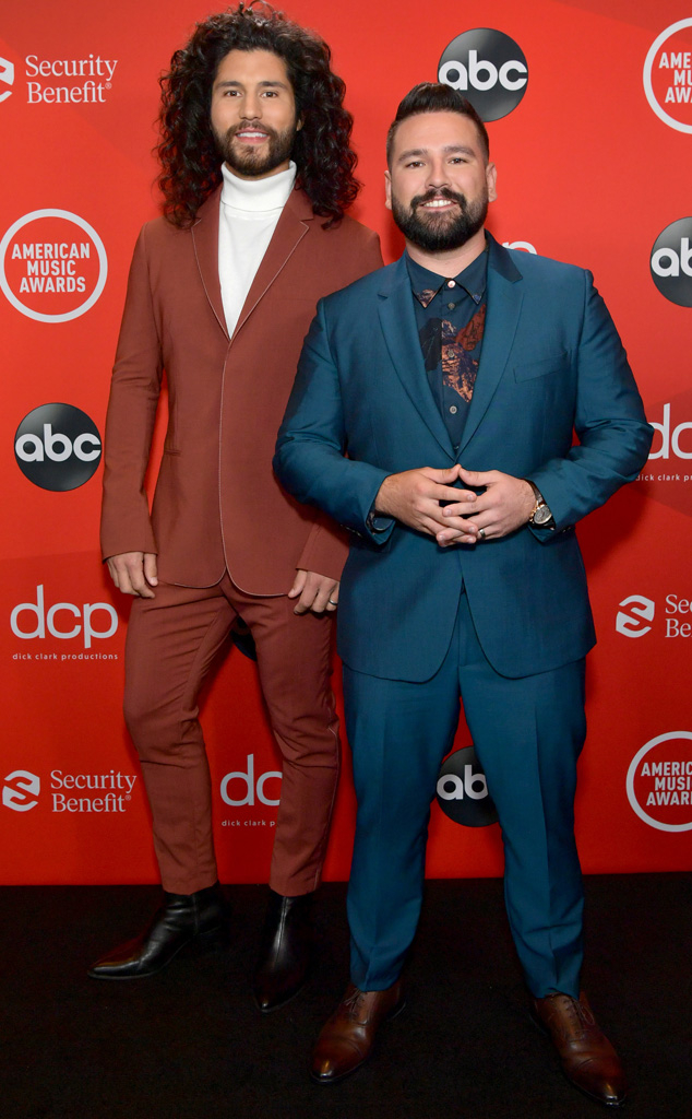 Dan Smyers, Shay Mooney, 2020 American Music Awards, AMAs, Red Carpet Fashions
