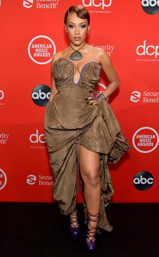 Doja Cat, 2020 American Music Awards, AMAs, red carpet fashions