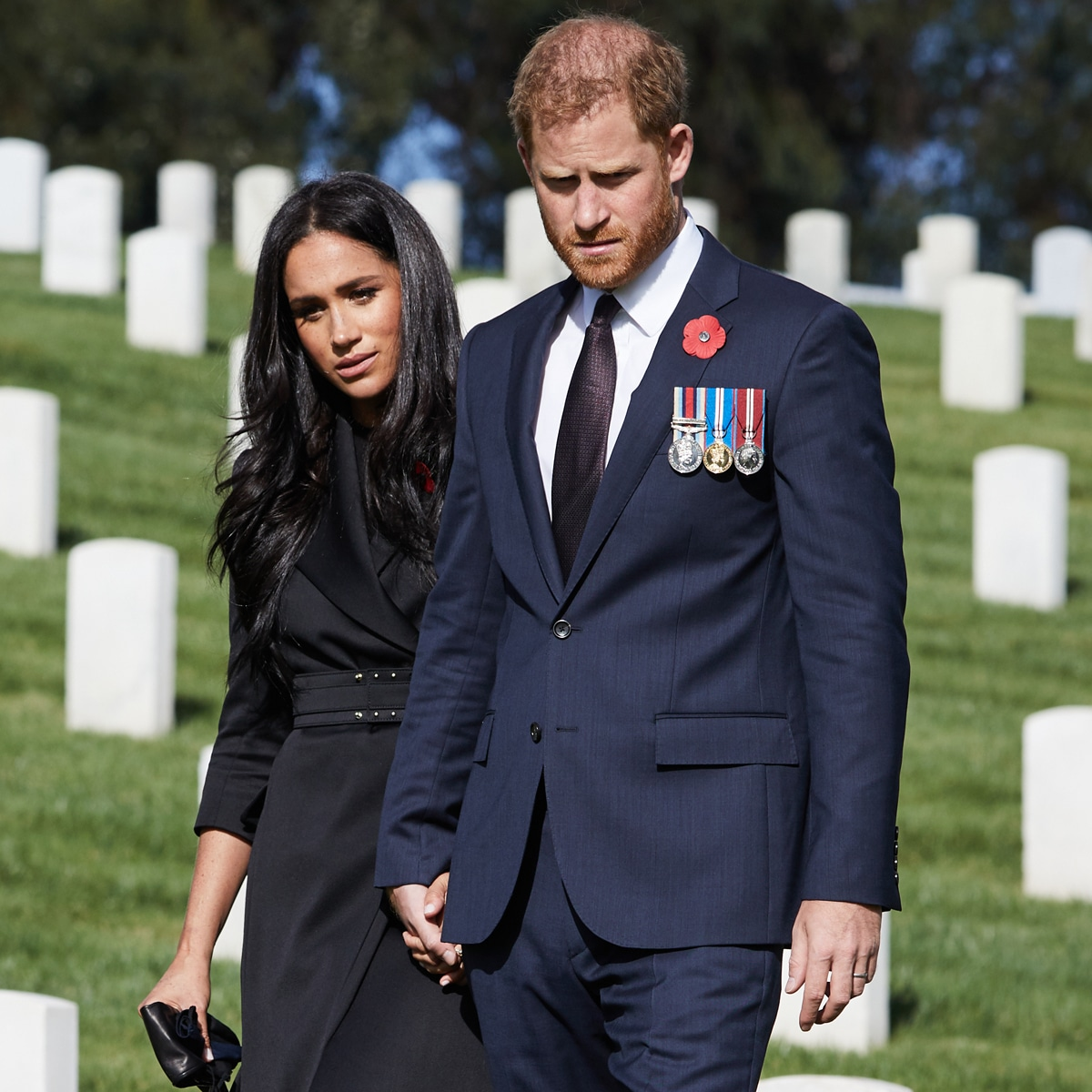 prince harry marks remembrance day after palace denies wreath request e online prince harry marks remembrance day