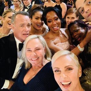Charlize Theron selfie - Oscars 2020