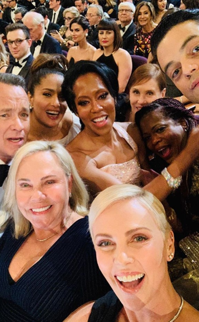 Charlize Theron selfie - Oscars 2020