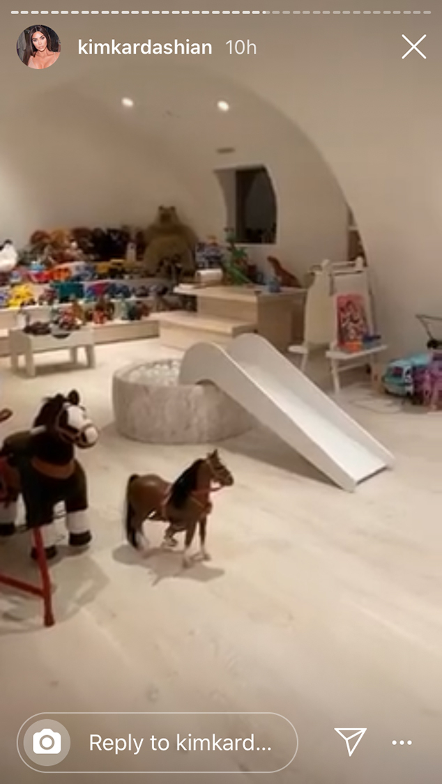 Jeux Rangement De La Maison kim kardashian nous fait visiter la super salle de jeux de