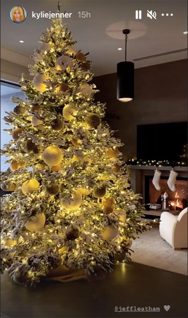 Kylie Jenner S Stunning Christmas Decorations Include Polar Bears E Online Ca