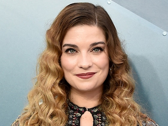 <i>Schitt's Creek</i>'s Annie Murphy Lands New Gig as Lead in <i>Kevin Can F*** Himself</i>