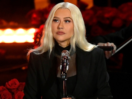 "Christina Aguilera Performs Moving ""Ave Maria"" at Kobe Bryant Memorial"
