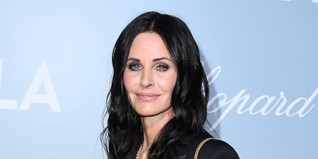 Courteney Cox Proves She's the Ultimate Monica in Hilarious Nod to Her Friends Character - E! Online.jpg