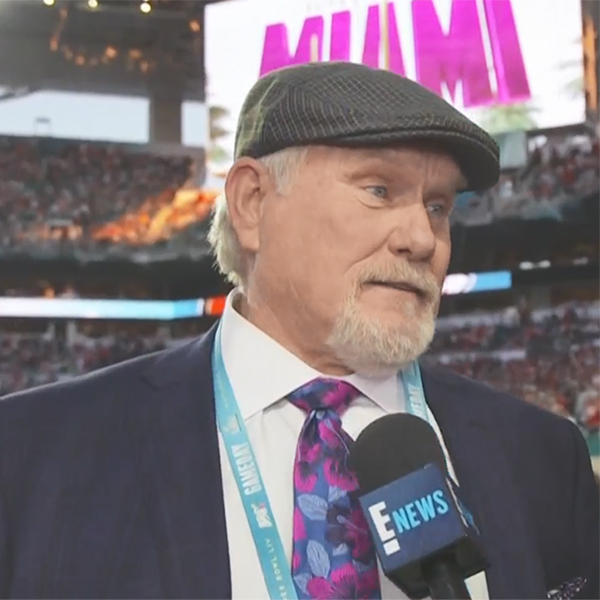 Jason Kennedy Welcomes Terry Bradshaw to the E! Family at the 2020 Super Bowl