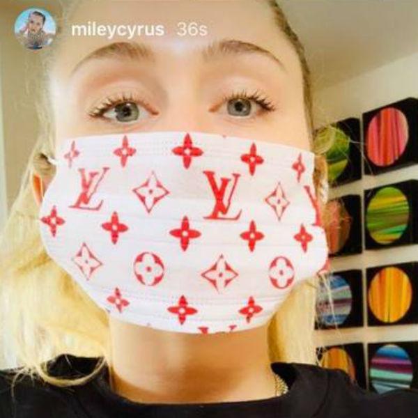 Miley Cyrus, máscara