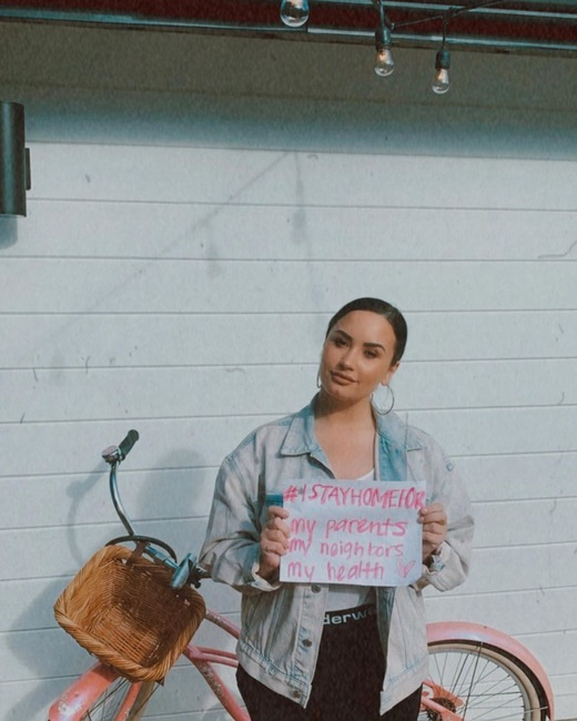 Demi Lovato, défi #IStayHomeFor