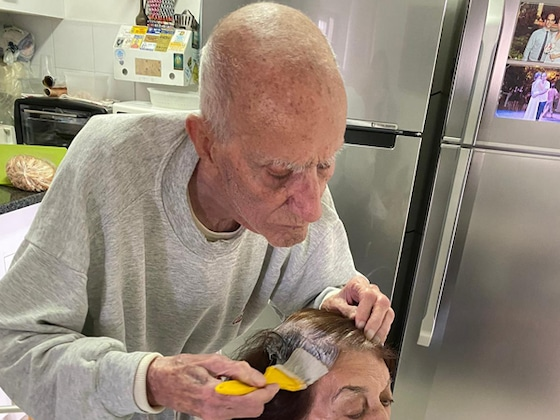 This Photo of a 92-Year-Old Man Coloring His Wife's Hair Amid Social Distancing Will Warm Your Heart