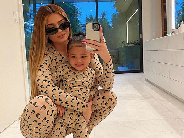 """Kylie Jenner Reveals How She's Keeping Stormi Webster """"Entertained"""" During Social Distancing"""