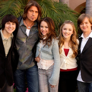 Mitchel Musso, Billy Ray Cyrus, Miley Cyrus, Emily Osment, Jason Earles, Hannah Montana cast