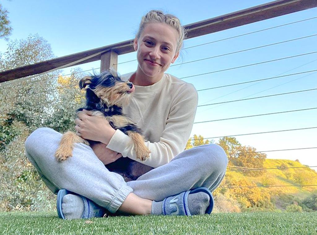 Lili Reinhart, Dog