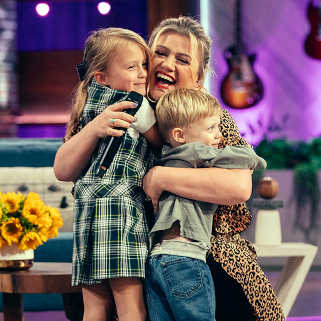 Kelly Clarkson Reveals How Son S Hearing Issues Impacted Development E Online