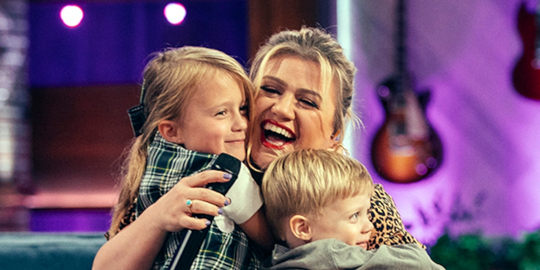 See Kelly Clarkson's 5-Year-Old Son Sweetly Interrupt Chris Martin's Performance for a Bathroom Break - E! Online.jpg