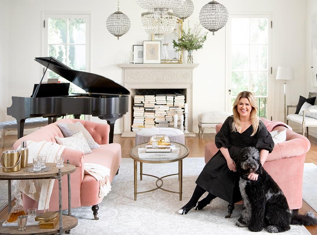 E-Comm: Kelly Clarkson, Wayfair