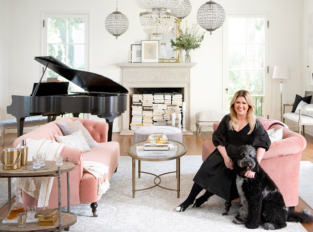 E-Comm: Kelly Clarkson, Wayfair